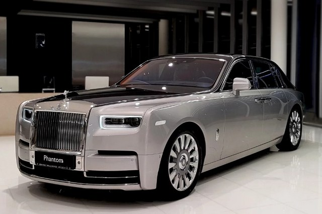 Автомобиль Rolls-Royce Phantom 8