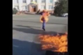На окраине Душанбе трое подростков подожгли шестилетнюю девочку