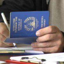 С приближением 15 августа очереди в паспортных отделах становятся длиннее