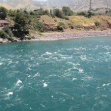 В Таджикистане туристка из России упала в горную реку и утонула