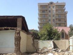 Жители выселяемых домов требуют достойной компенсации. «Хуаксин Гаюр Цемент» обещает никого не обидеть