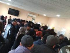 Банки в осаде. В Таджикистане граждане не могут получить денежные переводы от родных