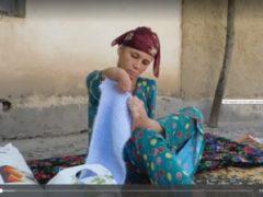 «Паломничество» чиновников и благотворителей в дом «женщины, вышивающей ногами».