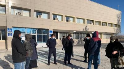 В Жанаозене группа обитателей выразила возмущение в связи с задержаниями активных участников