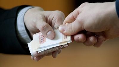 Сотрудник мэрии города Бохтар вымогал деньги у горожанина